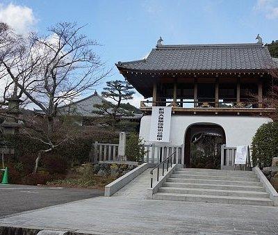 転法輪寺鐘楼門。