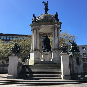 queen-victoria-monument.jpg?w=300&h=300&s=1