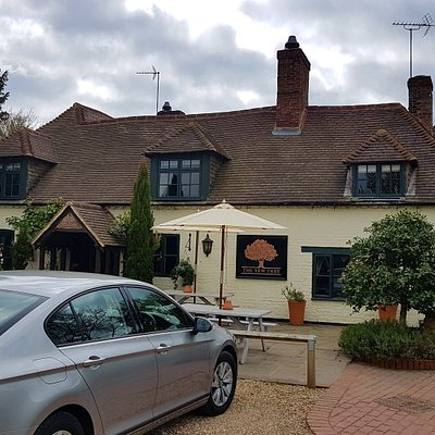 Front entrance to the Yew Tree Inn.
