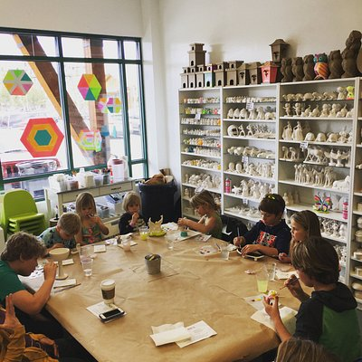 A table of happy artists in the making!