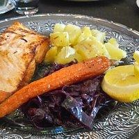 saumon et légumes confits....