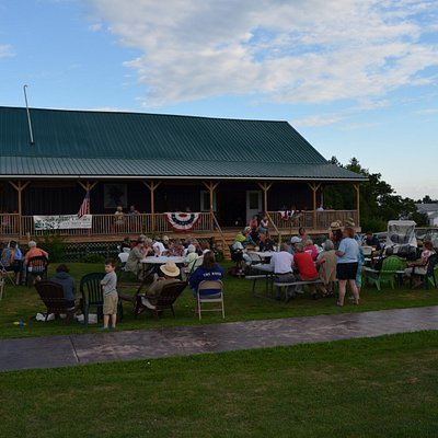 Bring the family for Wednesday night music in the vineyrad.