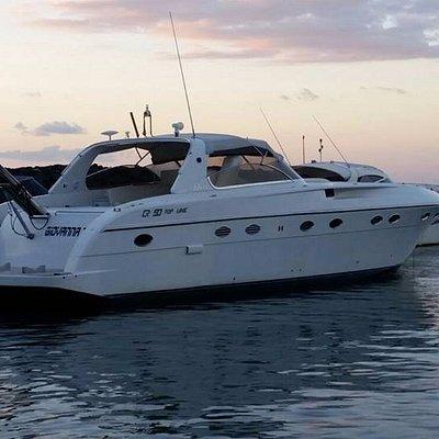 """""""Con prestigiose ed eleganti imbarcazioni che si possono noleggiare per brevi o lunghi periodi."""