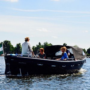 Wanna feel like a real skipper? Book this boat online, there is no license needed.