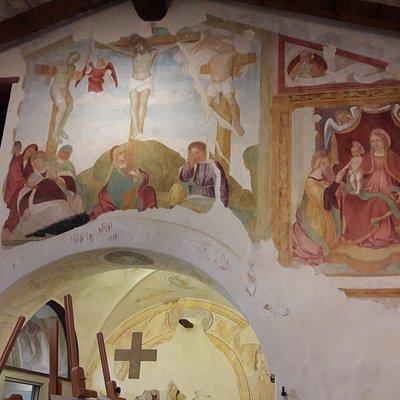 La Crocefissione tra la Deposizione dalla croce e le Mistiche nozze di S. Caterina