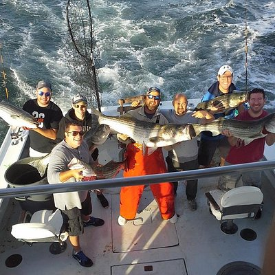 Scott and his crew with Bass to 52lbs.