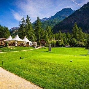 The club house offers drinks & food - © Matterhorn Golf Club