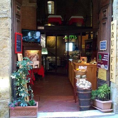Negozio di tartufi in San Gimignano - Truffle shop in San Gimignano