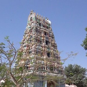 Tour d'entrée du temple Kamakshi