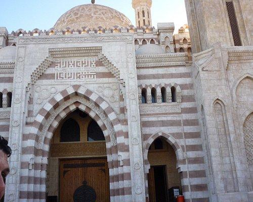 мечеть в Наама бей