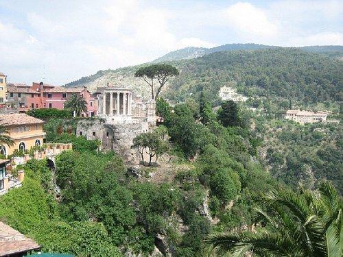 Il tempio rotondo di Vesta visto dal ponte Gregoriano