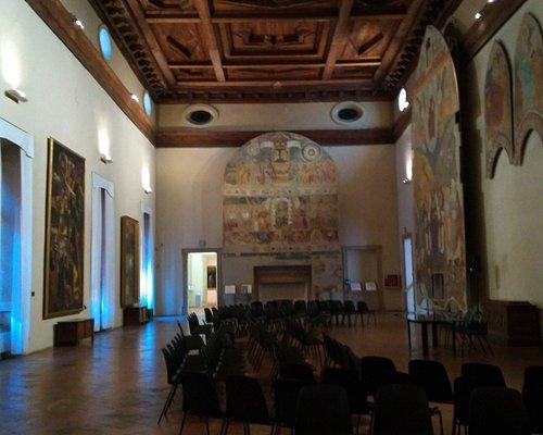 Pinacoteca Nazionale. Salón de frescos