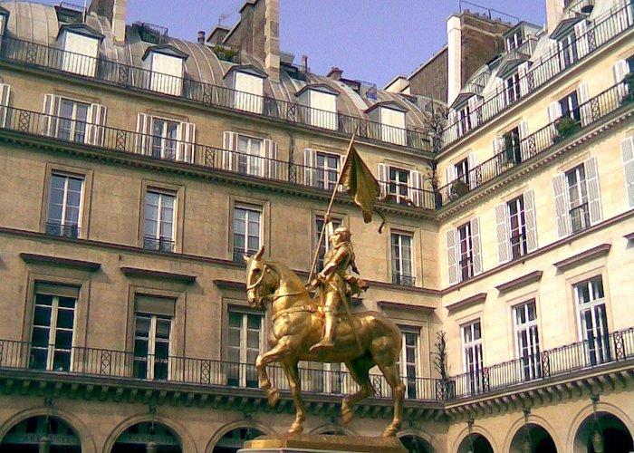 Компьень: памятник Жанне де Арк