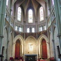 Le choeur et le maître autel