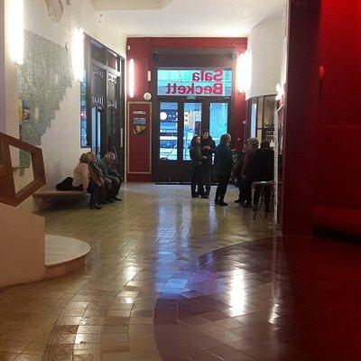 Entrada Sala Beckett - fusion antiguo y moderno