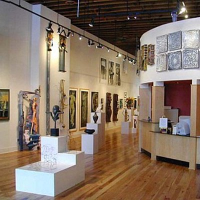 Wide shot of the gallery