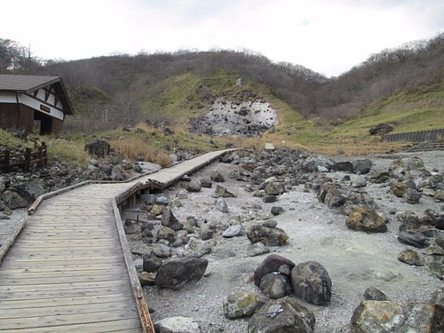 木道と殺生石
