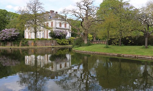 Une vue du château , ce lieu est accessible uniquement si le porche est ouvert .