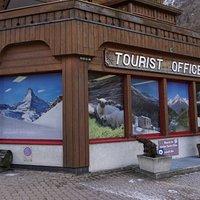 Tourist office in Täsch - © Zermatt Tourismus