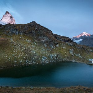 Lake and chapel with the Matterhorn in the background -  © Pascal Gertschen