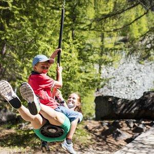 Play & Fun at the playground of the glacier garden Dossen - © Pascal Gertschen