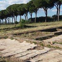 Tres Tabernae e sullo sfondo l'Appia