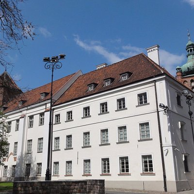 Widok na Muzeum i wieże zamkowe