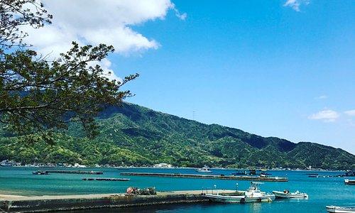 海、山、空がおりなす四季の景色に癒やされる敦賀湾が一望できるロケーションです。穏やかな浜辺の散歩もおすすめ!