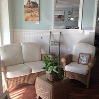 Comfortable, casual with a coastal atmosphere