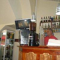 Barra del cafe telegrafo, sirven un magnifico café expreso