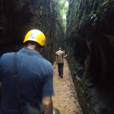 Caminhada entre os paredões da Fenda do Nick - Tibagi - PR