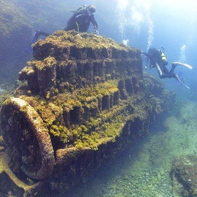 El motorazo del resto de pecio en la inmersión del Roque Ceniciento