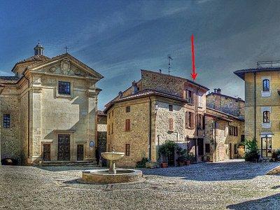 Al Borgo Incantato, nella piazza del Castello di Vigoleno