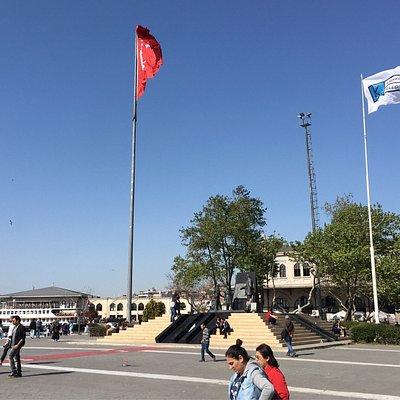 Statue of Atatürk & Children