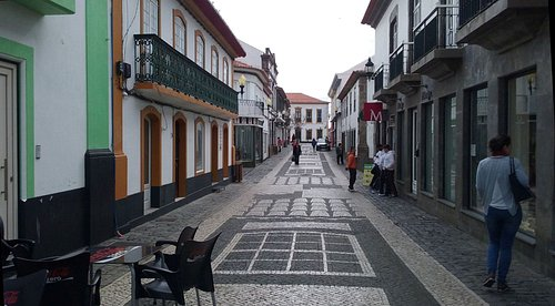 """Rua do Jesus"", on mid-morning of a weekday"