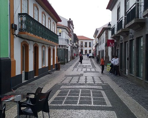 """""""Rua do Jesus"""", on mid-morning of a weekday"""