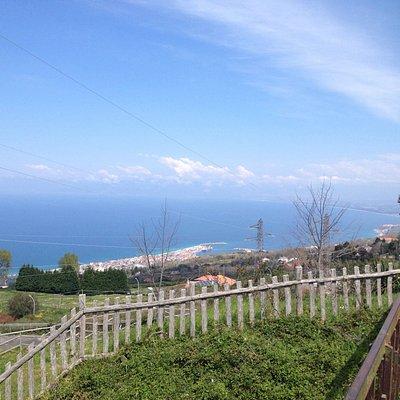 Vista del golfo di Sant'Eufemia dal monumento dedicato a Giuseppe Garibaldi del Parco delle Rime