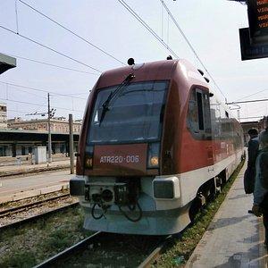 バーリ中央駅に入るSud Est鉄道の列車
