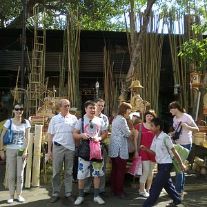 Russians visit  Wickers colony on old city walk in Pune