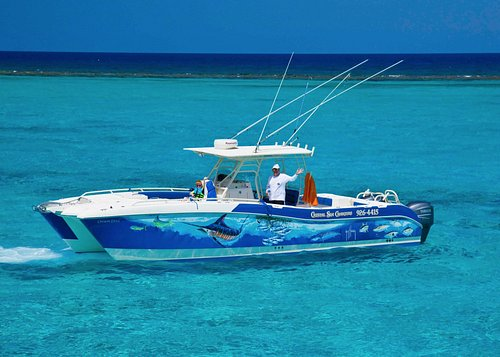33ft World Cat is perfect for Cayman Waters.