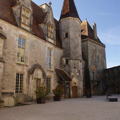 Châteauneuf en Auxois, le donjon
