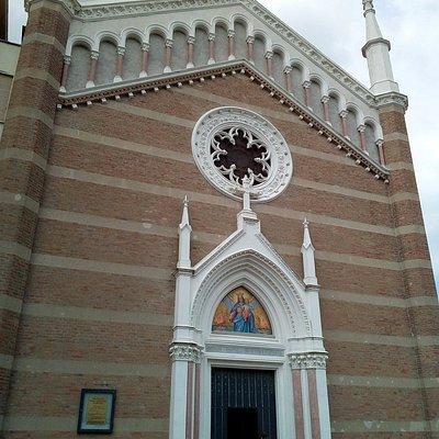 Esterno Santa Maria ausiliatrice a Rimini