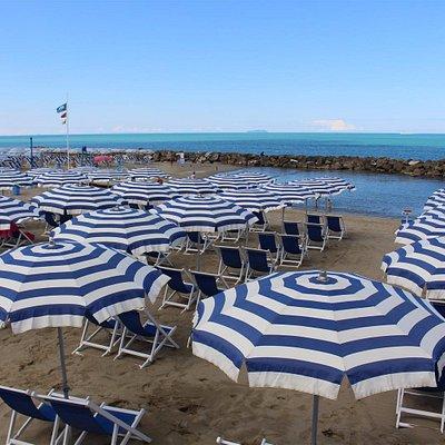 una delle spiagge piu' grandi di marina, piscina naturale creata da rocce, adatta per bambini