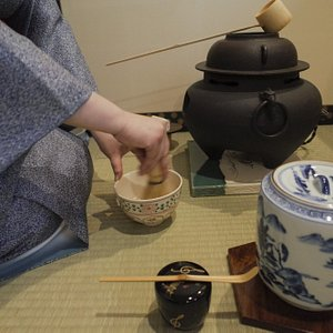 You will experience the elegance and beauty of a authentic tea ceremony.您将会近距离感受正宗茶道的魅力所在。