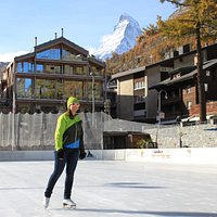 Ice skating or hockey field in winter - © Zermatt Tourismus