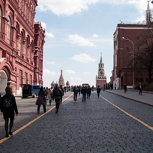 Entrance to the Red Square between the Kremlin and Historical museum
