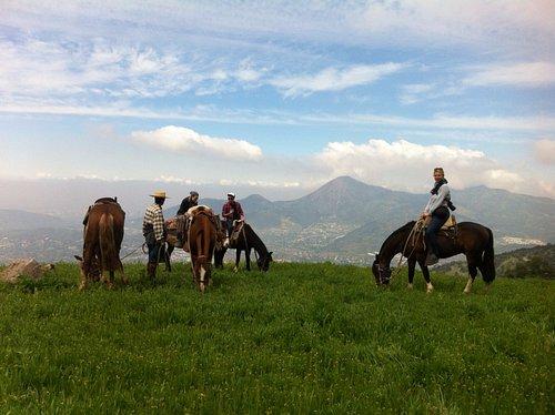 Autral Adventure te invita a vivir una increíble experiencia a caballo y observar todo Santiago