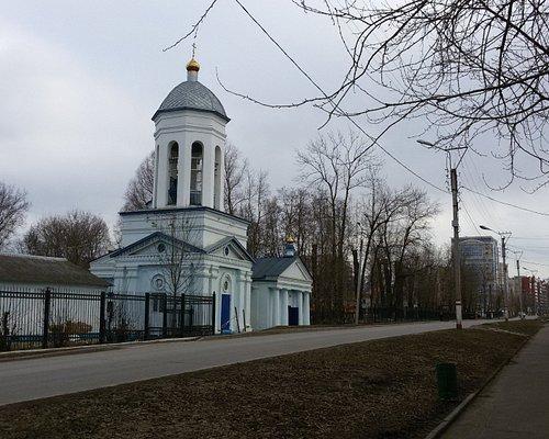 Церковь со стороны Красноармейской улицы. Необычная колокольня. Заметно влияние греческой класси