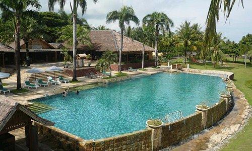 area kolam renang yang outdor dengan penorama natural