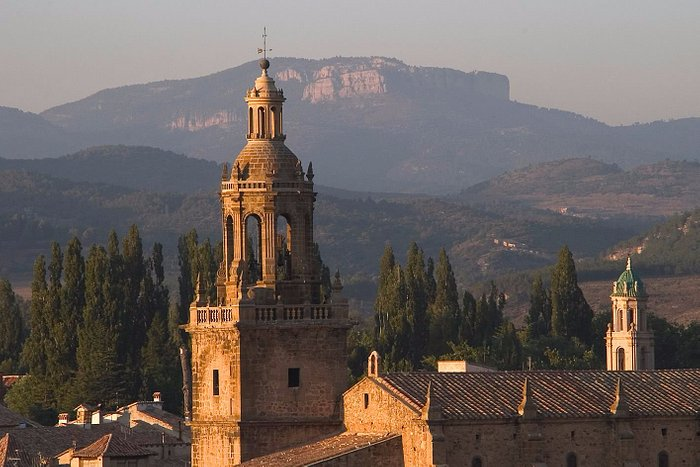 Skyline de Rubielos con vista hacia la torre campanario de la ex-colegiata de santa maría la may